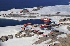 Base Dumont d'Urville, Terre Adlie (Terres australes et antarctiques franaises) Tags: base environnement astrolabe polaire taaf antarctique biodiversit dumontdurville terreadlie terresaustralesetantarctiquesfranaises