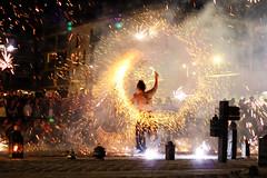 Spectacle de feu (natacha.mateus) Tags: capbreton landes france spectacledefeu feu fire nigth nuit light lumire street rue summer bolas amazing 50mm canon