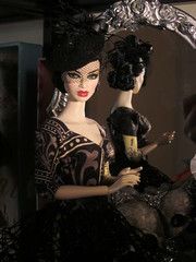 Natalia ready for Halloween (Patricia in SLC1) Tags: wicked witch natalia fashionroyalty gwendolynstreasures gwen dracula