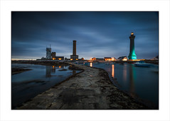 Deux Phare d'Eckmhl, Brittany. (Gary Rowlands) Tags: leica s 24mm superelmars france brittany sea water sky lighthouse phare atlantic ocean night sunset reflections atlantique roadtrip semaphorestation