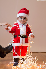 IMG_1216 (saraelym1) Tags: santa christmas light baby white cute boys canon children 50mm navidad luces kid kiss niños bebe d100 fotografia sl1 diversion clos navideña foquitos 1año5meses