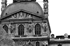 Parigi_201N (Dubliner_900) Tags: afsnikkor70200mmf4gedvr parigi paris louvre biancoenero statue d7000 bw nikon