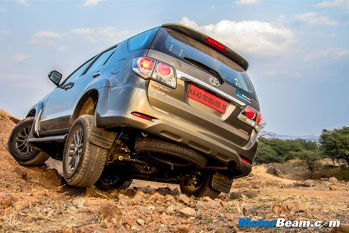 2015-Toyota-Fortuner-13