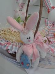 20150219_170810 (adriana.comelli) Tags: capa coelhos cadeira pascoa cestas ninhos cenouras guirlandas