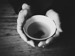 Winter Scenes in Gero (Jon-F, themachine) Tags: winter cup japan asian holding hands asia tea drink beverage olympus drinks gero  nippon japo oriental orient fareast beverages  gifu  nihon omd hida japn   2016  m43  mft    gifuken    geroonsen mirrorless   micro43 microfourthirds  ft xapn jonfu   mirrorlesscamera snapseed   em5ii em5markii