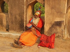 INDIA, Orchha, The old musician on the bridge, 14131/6994 (roba66) Tags: textur texture effecte old alter musicant musiker people persona leute culture kultur indien indiennord asien asia india inde northernindia urlaub reisen travel explore voyages visit tourism roba66 indian