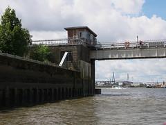 P1060093 (lychee_vanilla) Tags: port harbour hamburg hh hafen elbe hanse hansestadt maritim