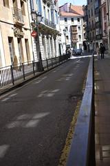 Calle Rosal (Jusotil_1943) Tags: 020516a calle fences barandillas oviedo seales trafico