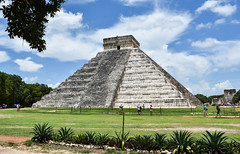 ''El Castillo'' - Piramide de Kukulcan (littlestschnauzer) Tags: el castillo pyramid pyramide de kukulcan god site ancient historical important visit maya mayan city structure building 7 wonders world travel poi chichenitza chichen itza mexico central america 2016 july summer