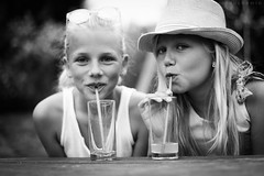Mes filles (a n n e s o D) Tags: portrait campagne t summer child enfant childportrait noirblanc bw