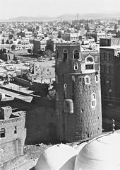 Sanaa - (Micheline Canal) Tags: architecture marche peninsulearabiqueyemendunord people sana souk ville yemen maison villagemontagnenoiretblanc