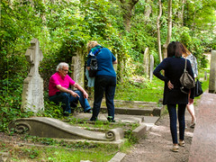 15-Highgate Cemetery East - Tourists paying homage to Karl Marx's original grave-1046 (md2399photos) Tags: 11aug16 dickwhittingtonscat highgatecemetery karlmarx london notesonblindness stpancras themeetingplacebypaulday