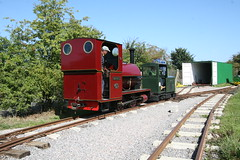 IMG_4922 (Hampton & Kempton Waterworks Railway.) Tags: darent alister arrives loop