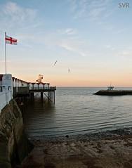 Herne Bay - Kent - England (Sandrine Vivs-Rotger photography) Tags: england birds pier kent flat angleterre ponton drapeau hernebay