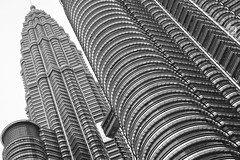 Malaysia | Petronas Towers in B&W (Solomulala | mostly weekends ;-( !) Tags: bw architecture malaysia kualalumpur petronastowers 2014 canon5dmkiii solomulala murielcdejong