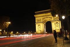 Triumphbogen | Paris (Michael Reisenhofer) Tags: bridge paris france night de mercedes benz frankreich tour pyramid nacht louvre arc triomphe kathedrale eiffel notre dame brcke eiffelturm pyramide herz triumphbogen schlsser