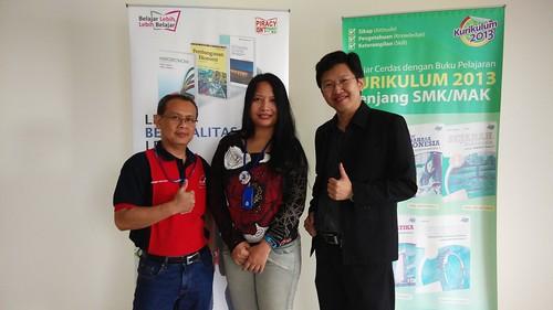 "Sesi foto bersama Ibu Deborah Direktur Erlangga dan Pak Sunaryo Head of HRD. • <a style=""font-size:0.8em;"" href=""http://www.flickr.com/photos/41601386@N04/15979290963/"" target=""_blank"">View on Flickr</a>"