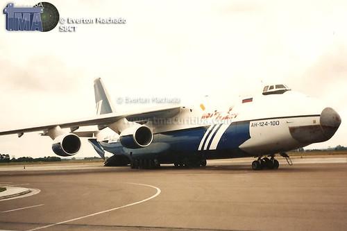 AN-124_RA-82077