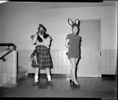 02-23-1952_10282 Jubileum bal masqué (IISG) Tags: party feest woman man male amsterdam female theater kilt interior interieur bellevue vrouw doedelzak balmasqué benvanmeerendonk