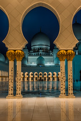 Sheik Zayed Grand Mosque - Abu Dhabi - 8 (coopertje) Tags: architecture evening gulf nightshot mosque emirates abudhabi unitedarabemirates grandmosque moskee sheikzayed sheikzayedgrandmosque