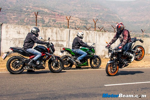 Kawasaki-Z250-vs-Benelli-TNT-300-vs-KTM-Duke-390-02