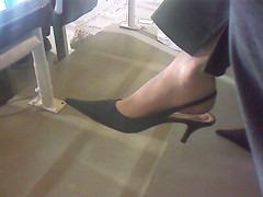 JScan 10 (J.Saenz) Tags: feet foot pies fetichismo podolatras pieds zapatos shoes tacones heels tacos tacchi schuh scarpe shoefetish shoeplay pumps dangling pooping mujer woman robadas robada candid candids