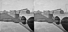 """""""Bridge of three arches over river in foreground"""" is Portadown (National Library of Ireland on The Commons) Tags: stereopairsphotographcollection lawrencecollection stereographicnegatives jamessimonton frederickhollandmares johnfortunelawrence williammervynlawrence nationallibraryofireland bann bridge locationidentified portadown countyarmagh ulster arches chimneys bankofireland marketday"""