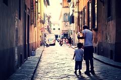 FIRENZE - FATHER & SON (Punxsutawneyphil) Tags: europa europe italy italien italia italienisch italiano italian toskana toscana tuscany city stadt firenze florence florenz street father son vater sohn strase parenthood eltern team