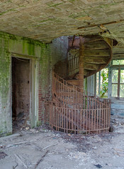 North Brother Island (FWDPhotography) Tags: abandoned decay derelict urbex urbanexploration urbandecay explore photo photographer photography nikon d5100 island hospital nyc bronx stairs spiral old rust decrepit decaying