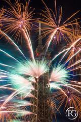 """""""Artifices  la Tour !"""". Feu d'artifice de Paris - Groupe F, 14 juillet 2016. (R.G. Photographe) Tags: rgphotographe raphaelgrinevald reflex nikon nikkor d800 paris eiffel eiffeltower groupef pyrotechnie pyrotechnique feu dartifice france french ftenationale bastille day toureiffel tourisme tour city cityscape night"""