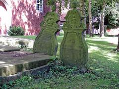 7995 Dedesdorf, Friedhof (RainerV) Tags: 16071 dedesdorf deu friedhof geo:lat=5344475413 geo:lon=850268573 geotagged germany grabmal niedersachsen nikonp7800 nordenham rainerv norddeutschland