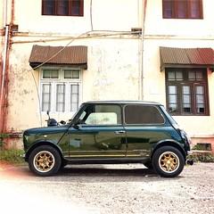 #Hipstamatic #Watts #Irom2000 #mini #cooper #ceylon #minicooper #mini_cooper #colombo #car #antique #asia #srilanka #englishgreen #beauty (Bruno Abreu) Tags: instagramapp square squareformat iphoneography uploaded:by=instagram