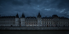 La conciergerie (Michel Couprie) Tags: paris france architecture conciergerie seine river fleuve water quai bank urban city ville night dark light panorama canon eos clouds nuages michel couprie
