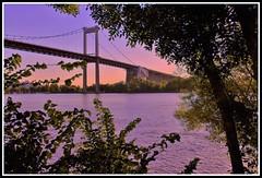 Crpuscule sur le pont d'Aquitaine (Les photos de LN) Tags: pontdaquitaine bordeaux aquitaine gironde portdelalune fleuve garonne crpuscule coucherdesoleil sunset couleurs lumire nature soirdt paysage