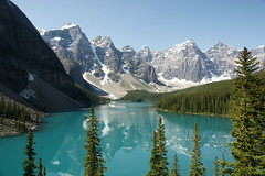 Moraine Lake (Stefan Jrgensen) Tags: valleyofthetenpeaks tenpeaks banffnationalpark canada 2013 sony dslra700 a700 trees bluesky mountains canadianrockies rockymountains reflection water lake morainelake moraine