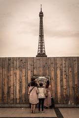 Raise your head (Matthieu Manigold) Tags: raise your head funny effel tower tout eiffel palissade gens people tourist paris