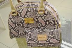 ScamboO (jesslimagyn) Tags: tendncia moda fashion shoe shoes calado calados amo adoro pic picture foto fotografia fotografiaamadora amateurphotography bag bags bolsa bolsas luxo classy classic elegance sofisticao lindo bonito