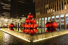 Christmas In New York: Giant Baubles (Geraldine Curtis) Tags: christmas newyork christmastree christmaslights giantbaubles