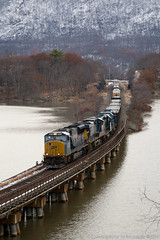 Q434 North (imartin92) Tags: trestle newyork train hudsonriver ge freight generalelectric csx hudsonvalley ionaisland rocklandcounty riverline emd sd402 gp402 es44dc gevo sd70mac es40dc sd70ac riversubdivision