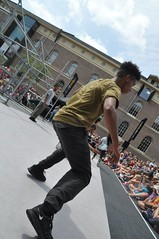 Compagnie Dyptik - D - Construction (c) Henry Krul (13) (Henry Krul) Tags: dance construction outdoor d henry op hip hop dans krul deventer straattheater streettheatre 2016 stelten dyptik
