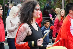 Carnival 2016 34 (byronv2) Tags: carnival carnival2016 edinburgh edinburghfestival festival edinburghjazzfestival edinburghjazzfestival2016 princesstreet newtown costume colour candid peoplewatching edimbourg parade scotland woman drum drumming drummer