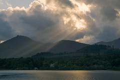 Keswick Evening (Andrew_Leggett) Tags: keswick mountains fells sunbeams lake clouds sunset evening landscape distant distance