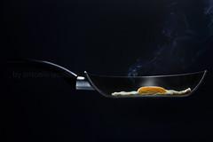 half an egg.. (Antonio Iacobelli (Jacobson-2012)) Tags: egg hal padella pan fryingpan bari smoke nikon d800 nikkor 60mm quadralite 360 half