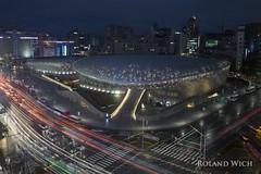 Seoul - Dongdaemun Design Plaza (Rolandito.) Tags: dongdaemun design plaza seoul dop sdkorea south korea night light lights traffic zaha hadid