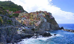 Manarola, Cinque Terre, Tuscany, Italy (Ineke Klaassen) Tags: cinqueterre tuscany tuscan toscana toscane italy italia italie italien italië italian beautiful view panorama sea riviera liguria nationalpark unesco world heritage site village villages sony sonyalpha sonya6000 sonyalpha6000 sonyimages coloured colored houses architecture architettura buildings architectuur colourful colorful color colors colour colours landscape outdoor mountainside hillside cliff inekeklaassen laspezia landschap uitzicht hill mountain shore kust europe europa water landscapes landschappen landschaft werelderfgoed mirrorless 50mm manarola 4000views waterscape 90faves 90fav 90favs worldheritage