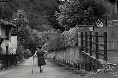 Caminando la vida (amofer83) Tags: 2016 asturias continente espaa europa viaje verano oldwoman country village blancoynegro blackandwhite street