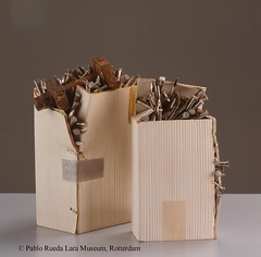 "karton-cardboard-carton (27) (Pablo Rueda Lara 1945-1993) Tags: realistisch realistic realistichkeramiek realisticceramic""keramieken karton"" ""ceramic cardboard"" museumvoorkeramiekpabloruedalara pabloruedalara museumpabloruedalara pablo rueda lara keramiek ceramic ceramico karton cardboard carton realisticceramicrealismoceramico ""keramieken ´carton de ceramica´"