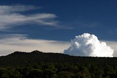 Nubes en el suelo (supernova.gdl.mx) Tags: verde blanco azul mexico paisaje cerro cielo michoacan nube