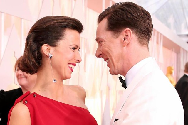 O ator BENEDICT CUMBERBATCH com a esposa, Sophie Hunter