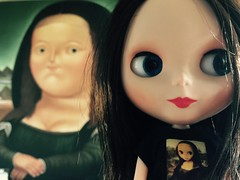 Wait... What? (bauer blue) Tags: monalisa blythe botero blythedoll squeakymonkey rosiered blytheoutfit